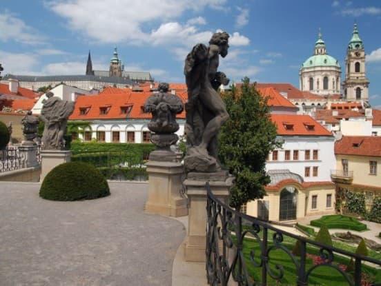 Свадьба в садах старого города Праги